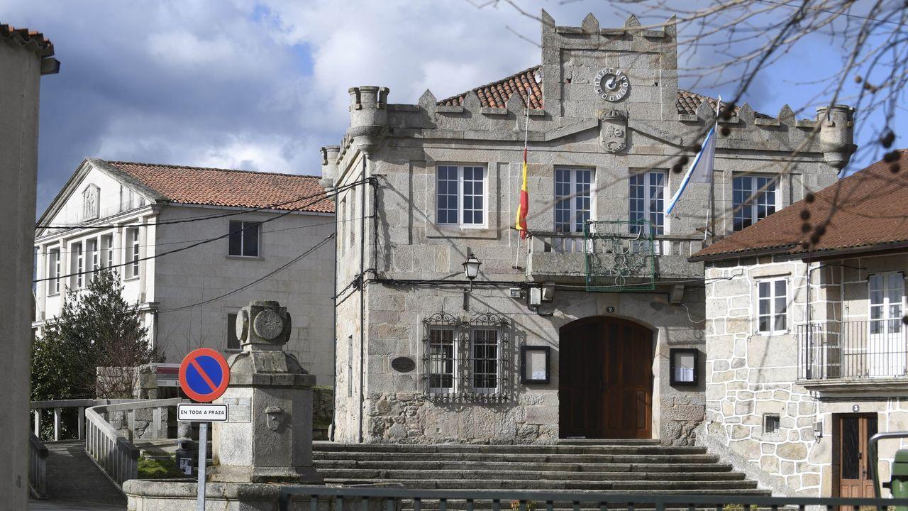 Francisco Conde mantuvo ayer una reunión con alcaldes de la provincial en la delegación territorial de la Xunta en Pontevedra