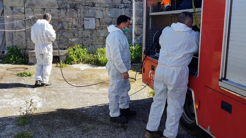 Trabajos de desinfección en Castro Caldelas