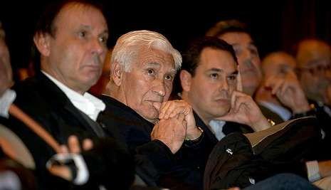 25 años de Lendoiro en el Deportivo.Arsenio, entre Ballesta y Daniel Ramos, en un acto de Tino Fernández.