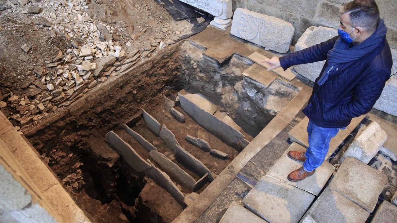 Nuevos hallazgos en el barrio de O Carme.Las tumbas de la necrópolis localizada en el claustro de la Catedral de Lugo