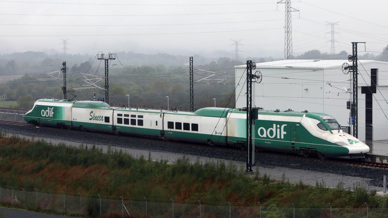 La estación itermodal de Vigo cobra forma.El tren laboratorio Séneca, circulando al lado del cambiador de ancho de Taboadela, a 16 kilómetros de Ourense