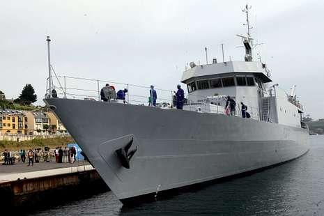 Pocas horas le quedan al «Jasiri» para dejar el puerto de Ribadeo.