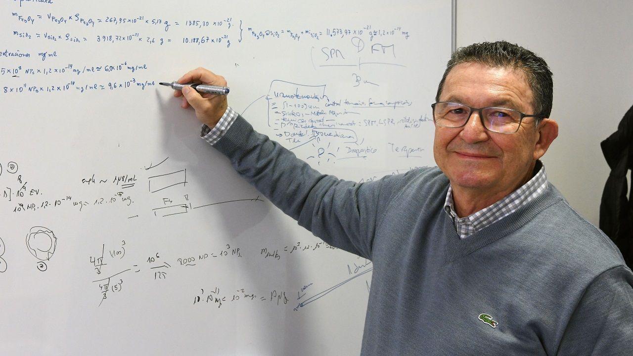 Rivas sigue ejerciendo como docente e investigador en la Facultad de Física en la USC, de la cual también fue Decano