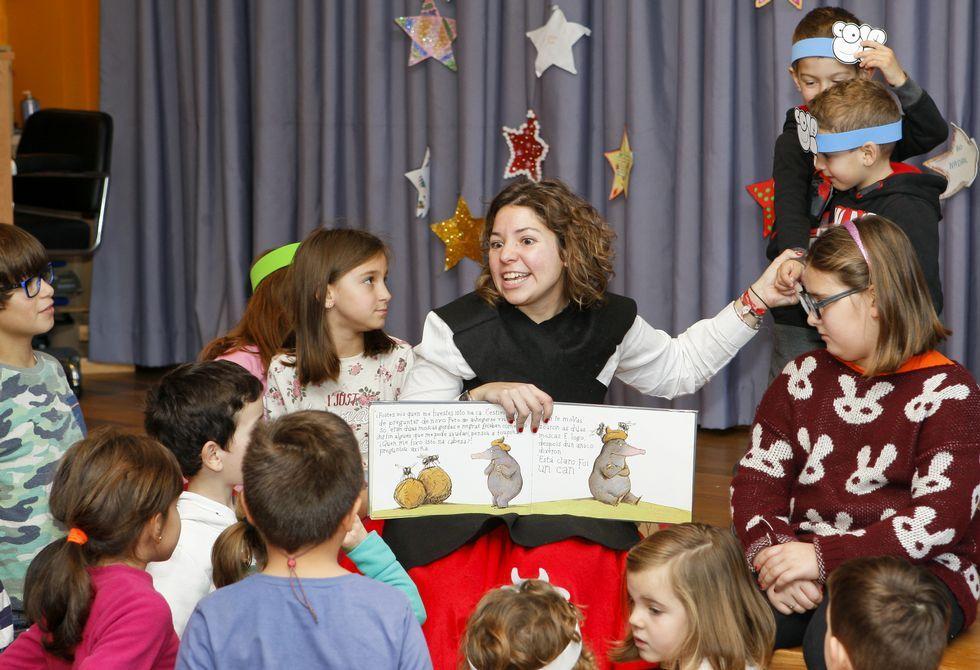 Tras los cuentos de ayer, los niños de Coristanco reciben hoy a O Apalpador