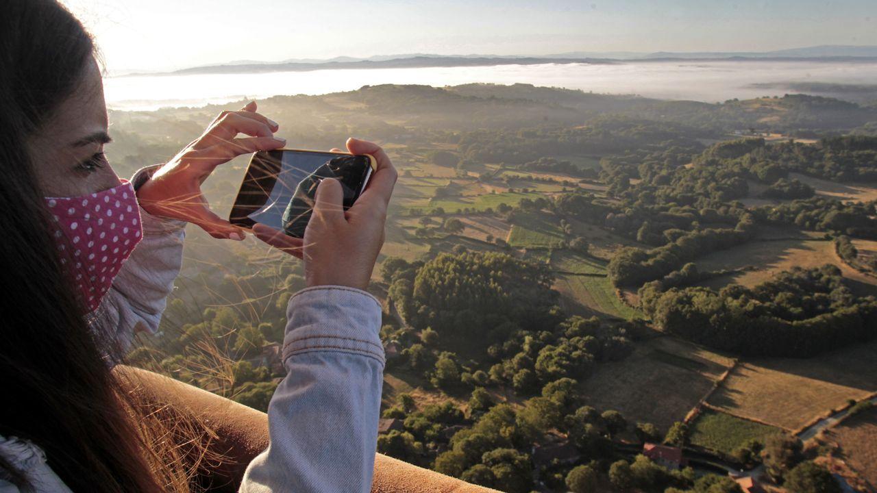Los viajeros forografian los paisajes que más le llaman la atención