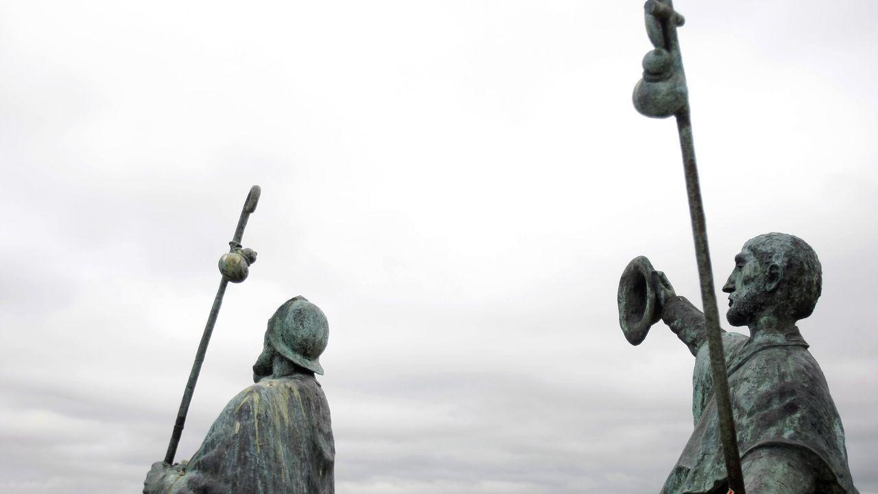 Estatua de los peregrinos en Monte do Gozo