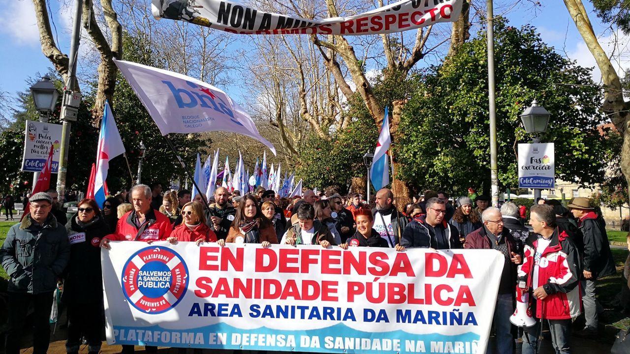 Mira aquí las imágenes de la manifestación del 1 de mayo en Ribeira.Guimarâes no entiende que el Gobierno luso deje marchar a los galenos