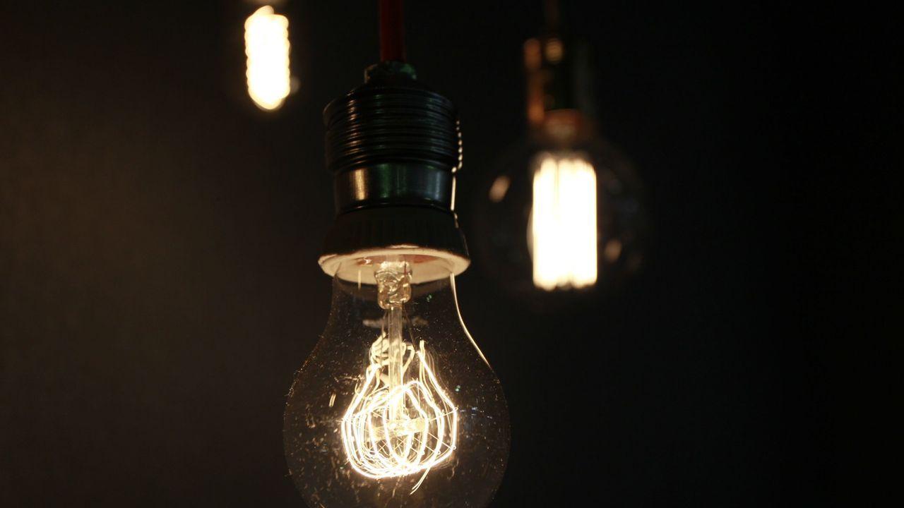 Sin luz a un paso del Campus de Santiago.Fábrica