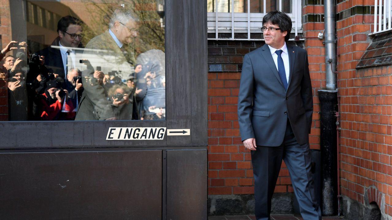 Puigdemont abandona la cárcel de Neumünster por la puerta de entrada a la prisión