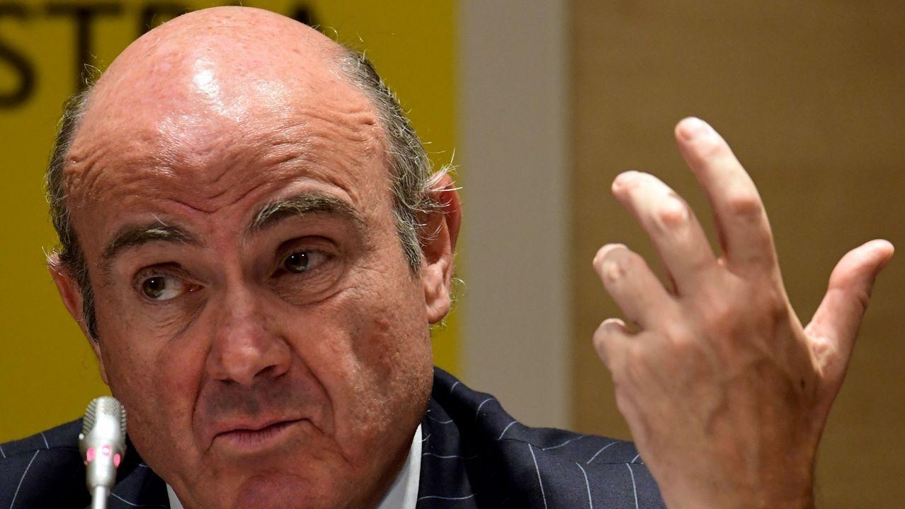 Dos embarazos penalizan la carrera de una investigadora de Santiago.El ministro de Economía, Luis de Guindos