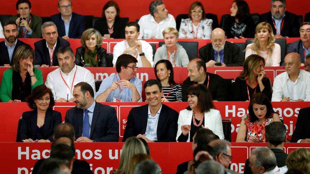 Primeras palabras de los nuevos ministros: estas son sus intenciones.Frialdad entre Sáenz de Santamaría y Cospedal en el acto en Madrid de la fiesta del Dos de Mayo