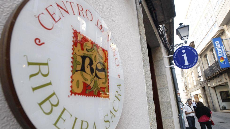 Exterior del Centro do Viño da Ribeira Sacra, sede de la oficina municipal de turismo