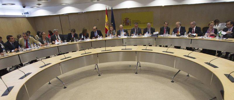 CPFF.El ministro Montoro junto al secretario de Estado de Hacienda, Miguel Ferré