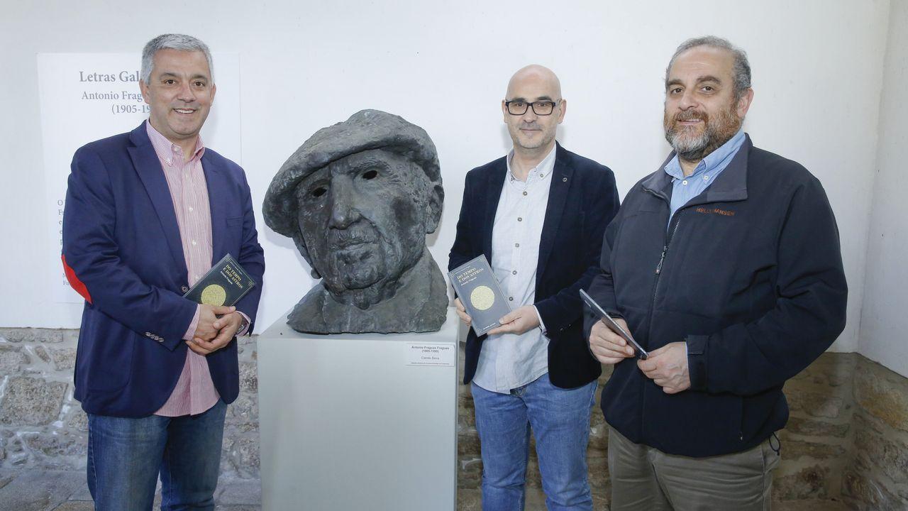 Un recorrido por las entrañas de San Francisco.Valentín García, Francisco Castro e Francisco Sangiao presentaron o libro no Museo do Pobo