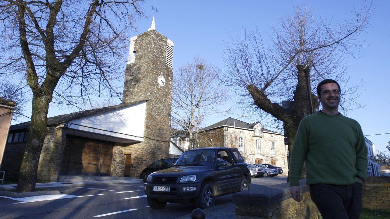 Así está el accesoprincipal a la Casa Taboada, en la ciudad de Ourense.El itinerario empieza en la iglesia contemporánea de Santa Cruz do Incio, restaurada íntegramente el año pasado