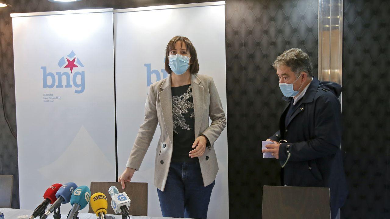 El diputado Jaime de Olano, la presidenta del PP, Elena Candia, la senadora Rosa Arza y el alcalde de Outeiro, José Pardo