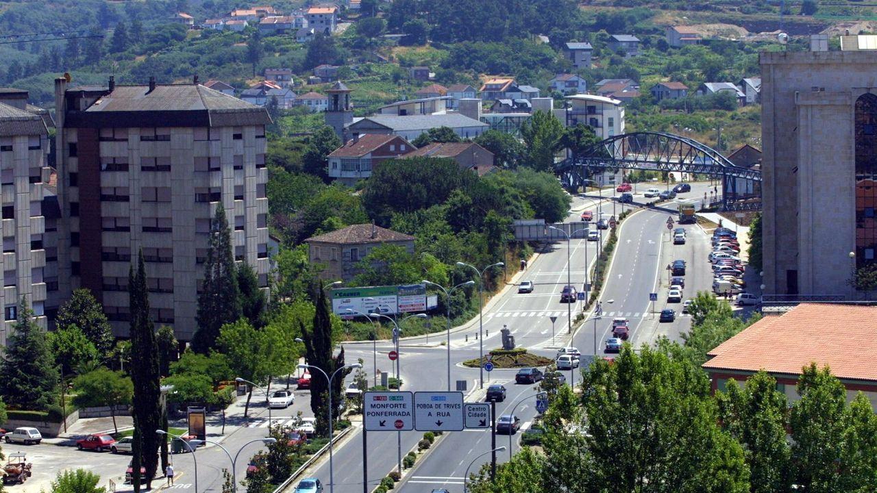 Calles semivacías en Vigo.Lidia García y Diana Vera son dos de las personas que han conseguido encontrar empleo gracias al programa de Cruz Roja