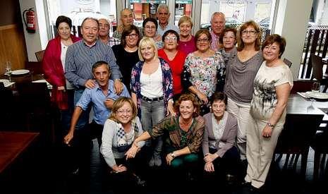 Trabajadores prejubilados de Arteixo Telecom celebraron una despedida conjunta.