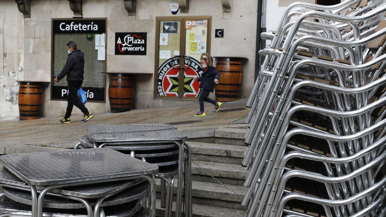 Uno de los locales hosteleros que ha decidido cerrar en Viveiro, donde cafés, bares y restaurantes pueden atender clientes solo en las terrazas hasta las seis de la tarde