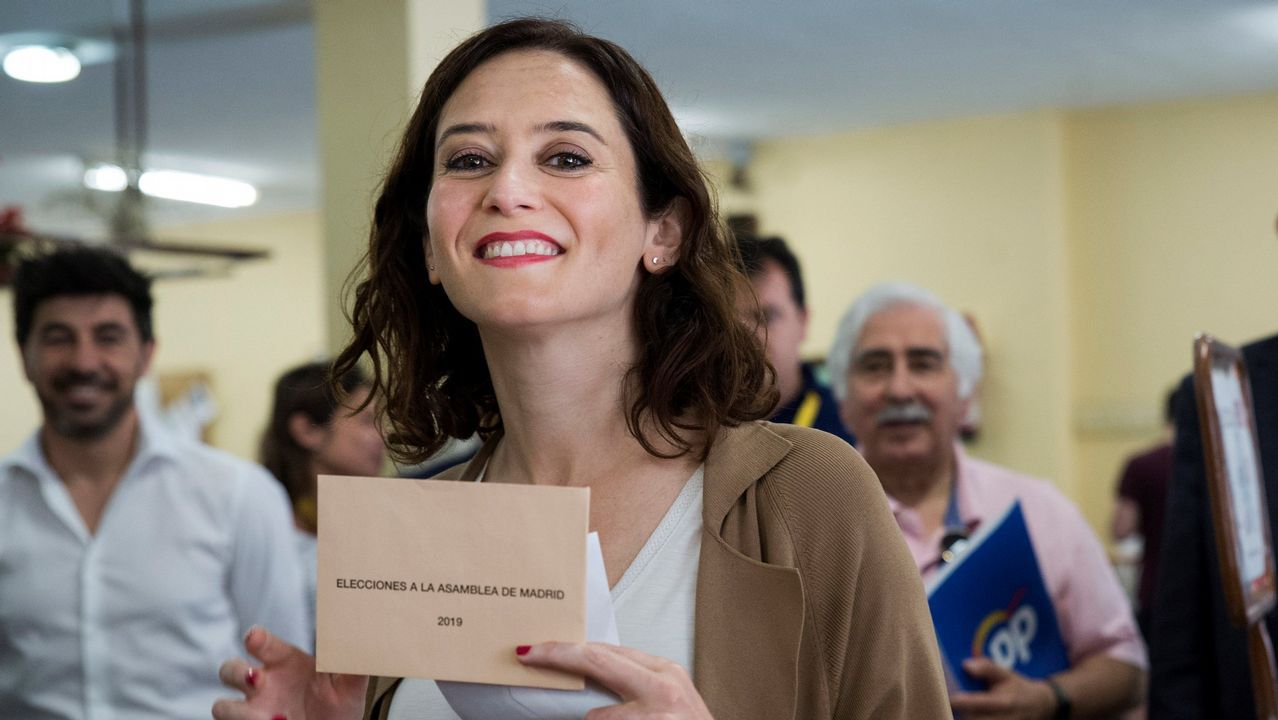 El PP celebra con sus peores resultados que ha salvado los muebles con Madrid y que ha evitado el temido 'sorpasso'.La candidata del PP a la Asamblea de Madrid, Isabel Díaz Ayuso