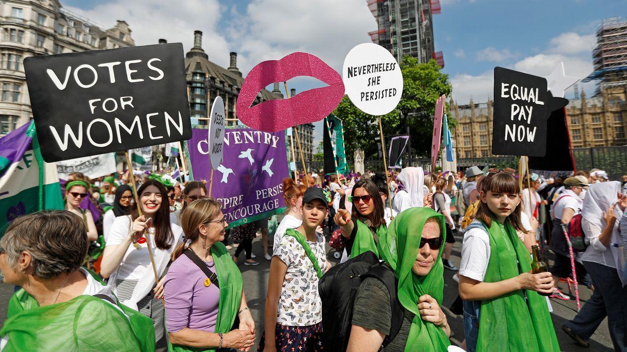 El Reino Unido celebra el centenario del voto femenino.Johnson se está posicionando como alternativa a la primera ministra británica