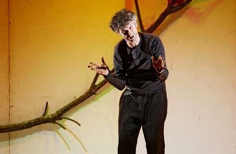 Cándido Pazó, en un momento de la representación «Memorias das memorias dun neno labrego».