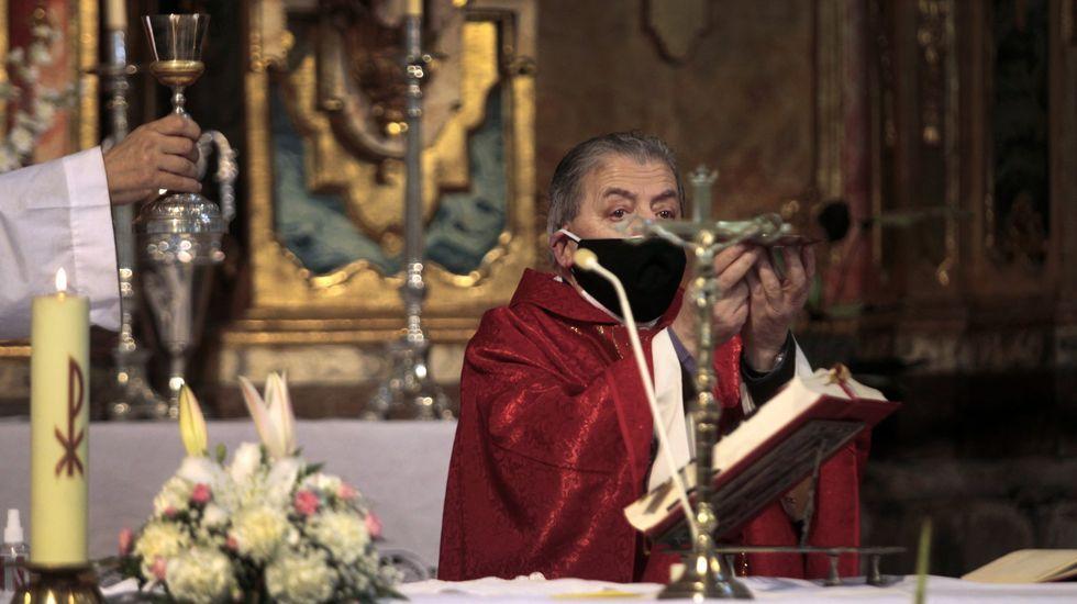 El complicado rescate de un trabajador herido en una cantera de Quiroga.O párroco Rafael Mella, na misa de San Brais desde ano na igrexa parroquial da Régoa