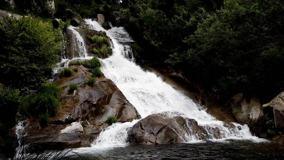 Fervenza del Río San Xusto, en Lousame. Cerca del monasterio de Toxosoutos, es un lugar digno de visitar.