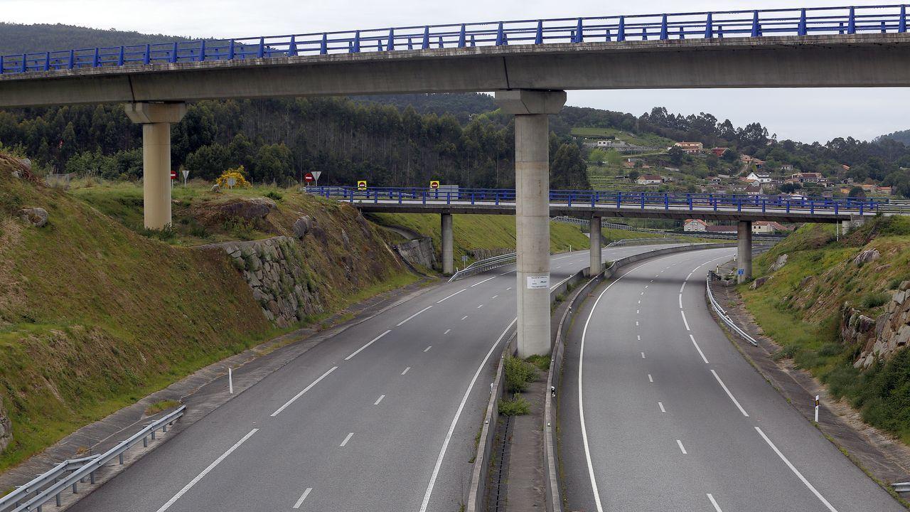 La Autovía do Salnés, un desierto de asfalto.El Gobierno central reactivó con dificultades las obras del AVE