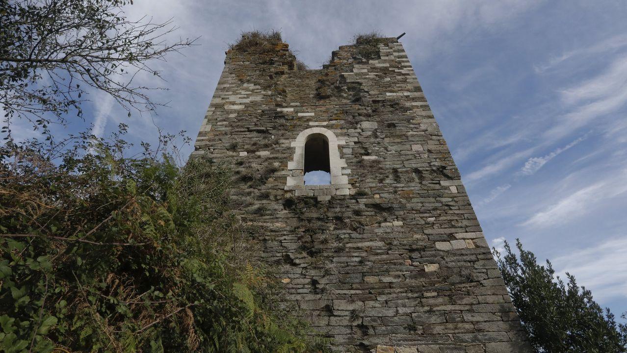 Nuevo «Ecce Homo»: una vecina daña tres tallas del siglo XV en Asturias.Algunas de las tallas de la iglesia de Rañadoiro, en Tineo, tras la 'restauración' a manos de una vecina