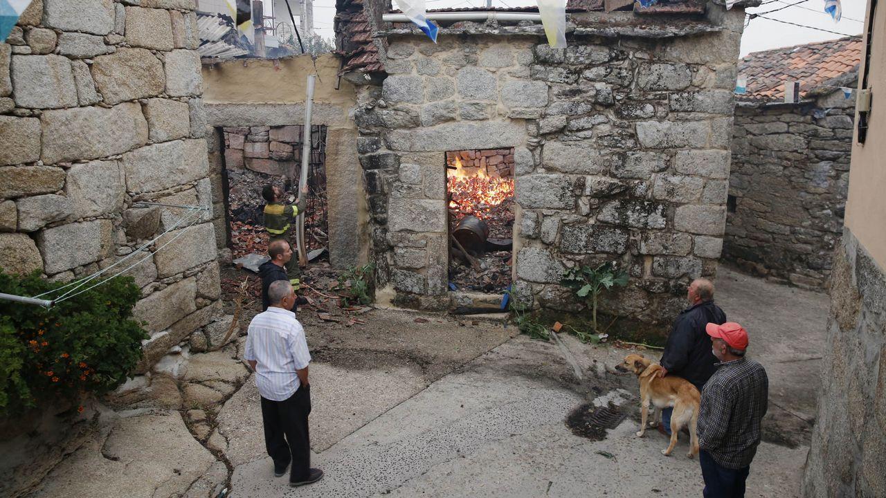 Casas quemadas en Muimenta (Carballeda de Avia) a causa del incendio forestal