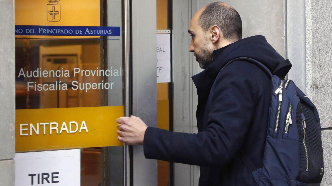 El exjefe de producción del complejo cultural ,Marc Martí, entrando a la Audiencia Provincial de Oviedo
