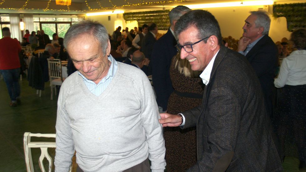 El alcalde de Sober (derecha), con el bodeguero de Doade Eladio Martínez