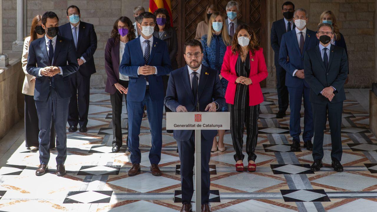 Pere Aragonès acompañado de sus consejeros tras la toma de posesión de estos en el Palau de la Generalitat