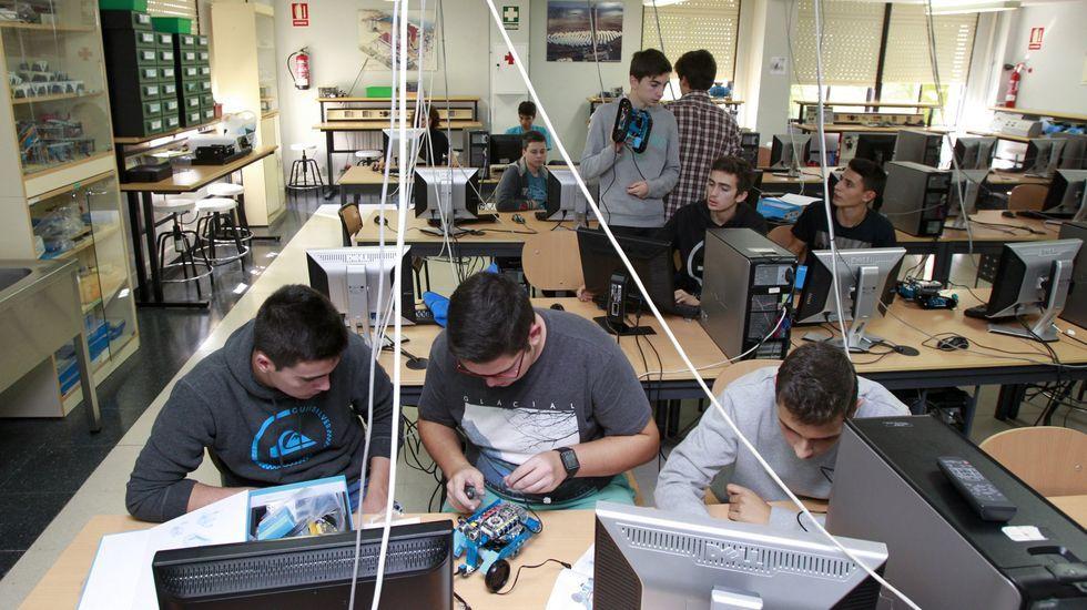 Clase de robótica en el IES A Pontepedriña, el instituto gallego con más solicitudes de traslado de profesores