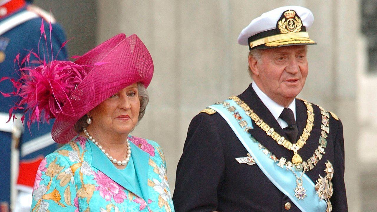 Junto a su hermano el rey Juan Carlos en la boda de Felipe y Letizia en el año 2004
