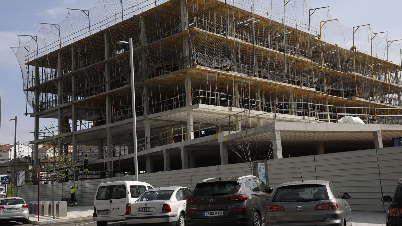 Las licencias urbanísticas se demoran meses, e incluso años, en el Concello de Ourense