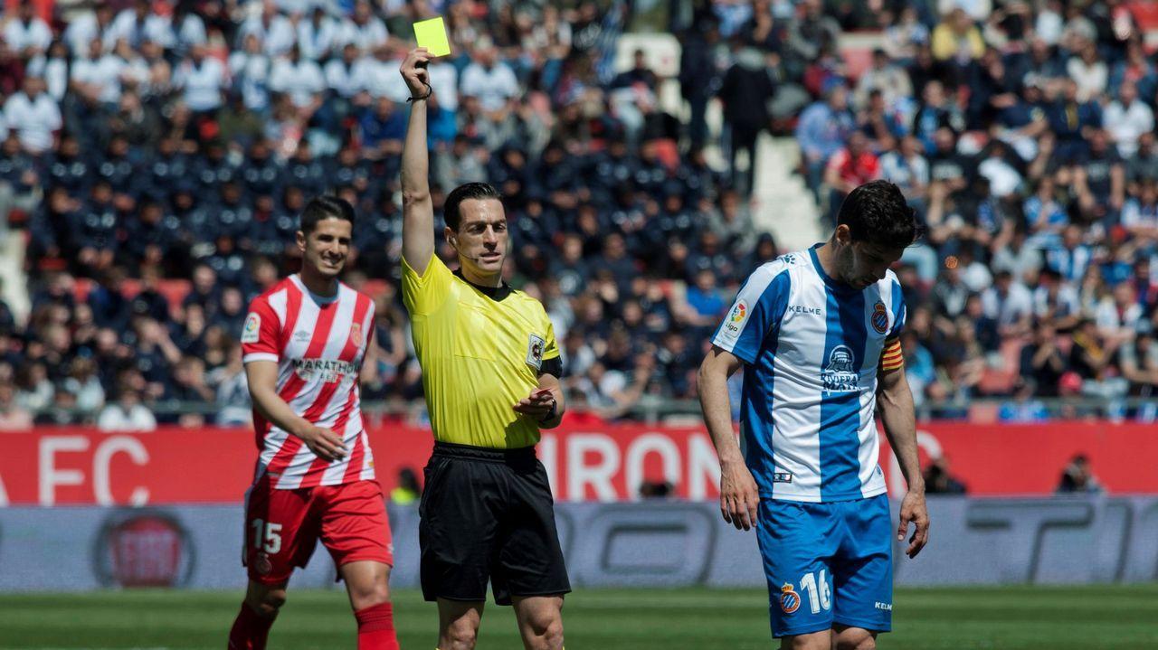 Carga de la policía durante un derby Sporting-Real Oviedo
