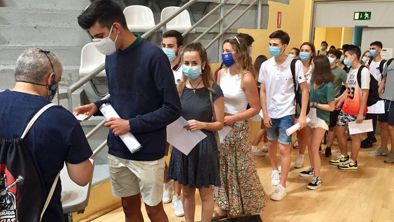 Arranca la selectividad en Lugo entre la distancia y la desinfección.Los estudiantes lucenses iniciaron esta mañana la selectividad