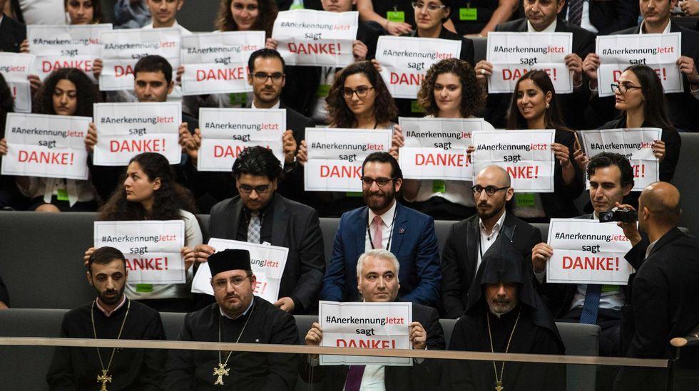 Armenios en la tribuna del Bundestag agradecen a los parlamentarios alemanes la resolución