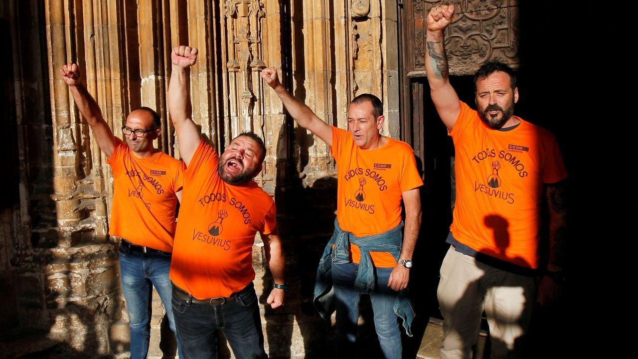El día a día de un encierro en la Catedral.Tres trabajadores de Vesuvius se han encerrado este miércoles en la Catedral de Oviedo en protesta por el ERE
