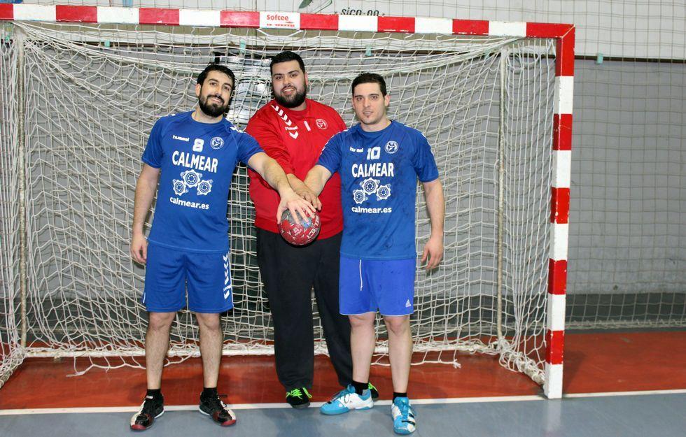 De izquierda a derecha, Álvaro, Ángel y Omar, los tres intocables de Kito Parada en el súper Rasoeiro.