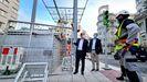 Arranca la instalación de la caja de regalos gigante de las luces de Navidad de Vigo