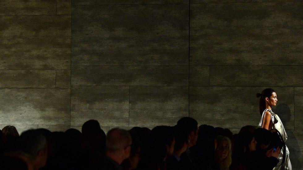Semana de la Moda de Nueva York.Una modelo camina por la pasarela con creaciones de Costello Tagliapietra.