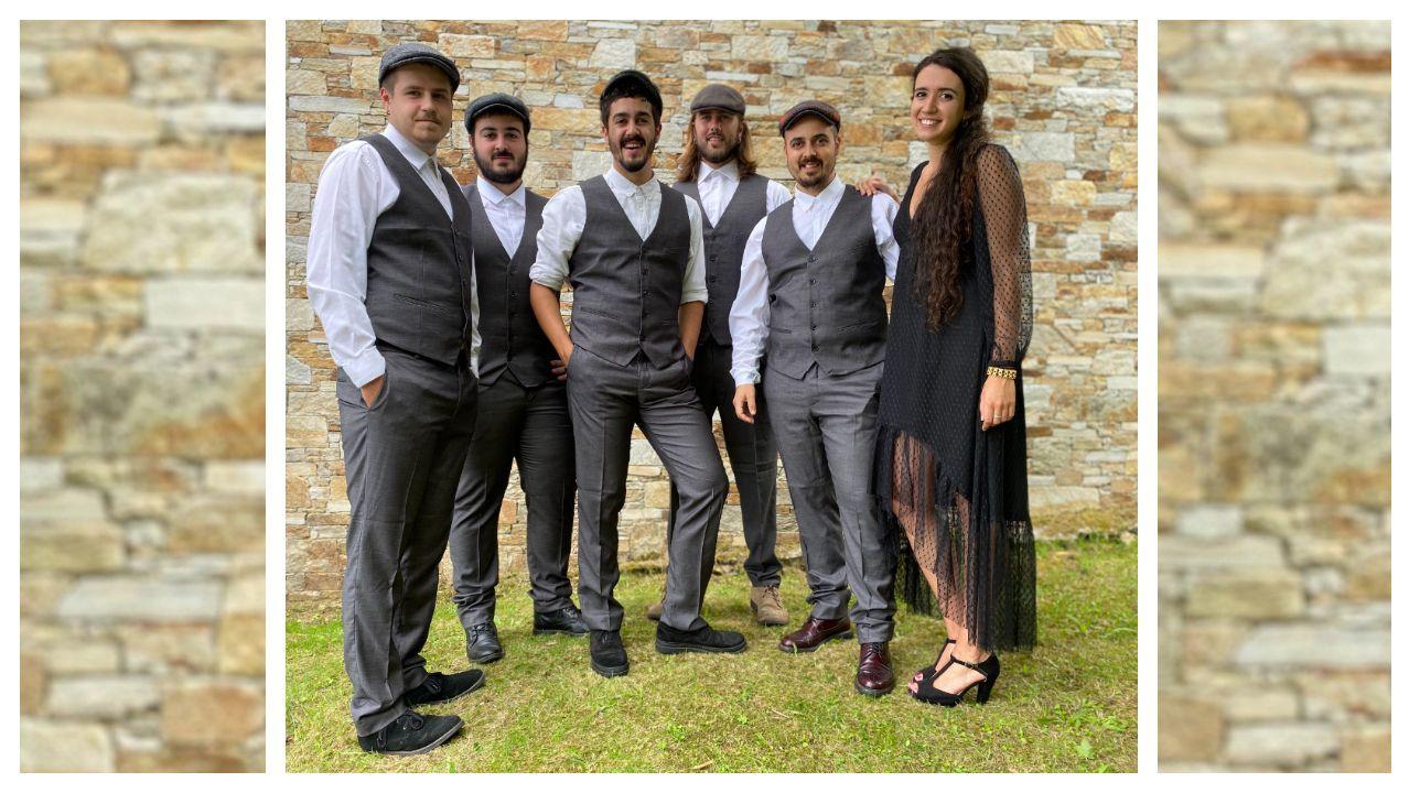O grupo foi creado no 2016 e actualmente está conformado por Miguel Ocampo, Pablo Rosales Reboiras, Bieito Romero Diéguez, Jorge Salgado, Miguel Rosales Reboiras e Irene Cerqueiro Espinosa
