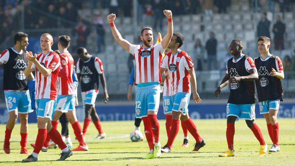 El Hacen remata a portería en la acción del primer gol ante la oposición de Carlos Hernández