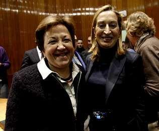 Farjas, nueva secretaria general de Sanidad, con la ministra Ana Pastor.
