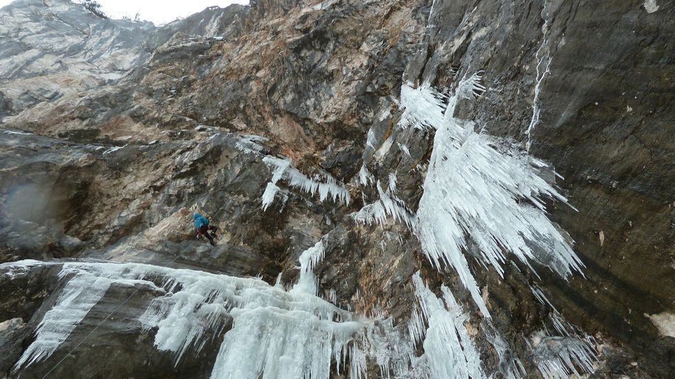 Puesta de largo de una ruta de senderismo por los Penedos de Pasarela y Laxe: las imágenes.La ruta por la que recibió el premio, «Gaia», está en el Tirol austríaco y combina hielo y piedra