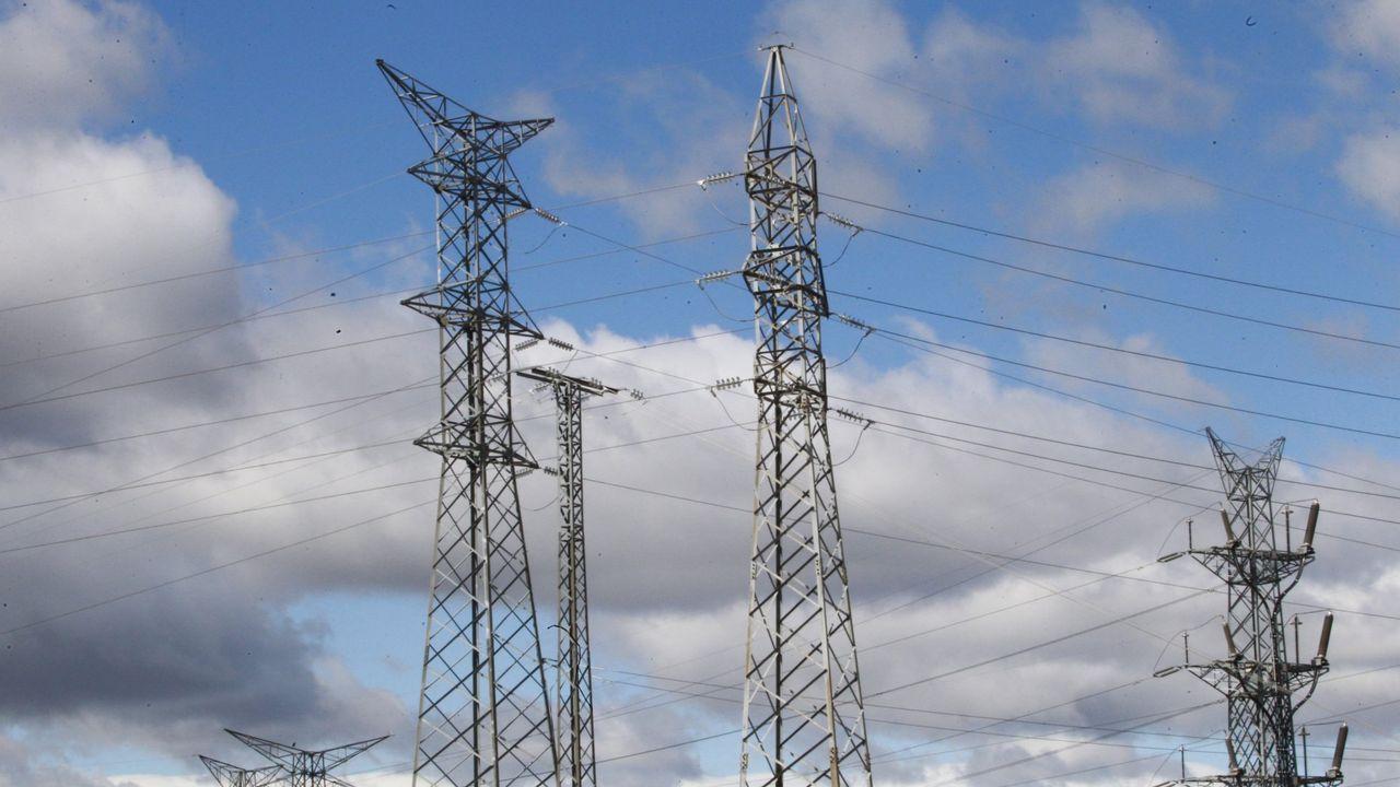 El Rey recibe en Zarzuela a las presidentas del Congreso y del Senado.El transporte y distribución de energía eléctrica es una actividad regulada y, como tal, la pagan los consumidores en la factura de la luz