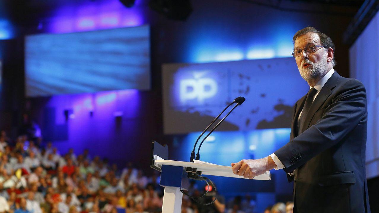 Casado promete una integración plena de Sáenz de Santamaría y su equipo.El expresidente Mariano Rajoy, durante su discurso